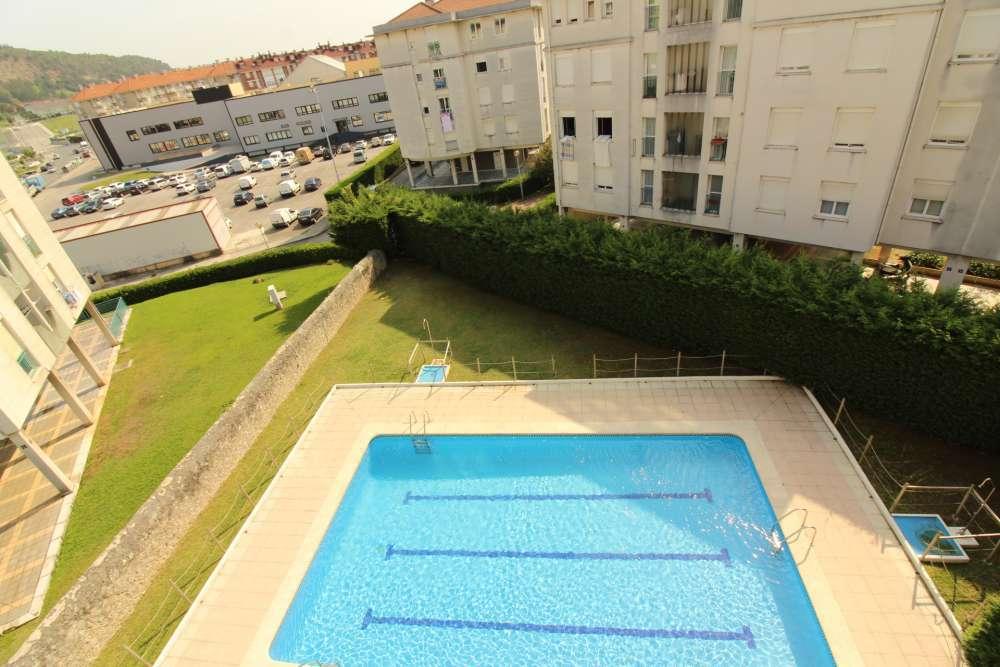 Luminoso piso en urbanizaci n con piscina
